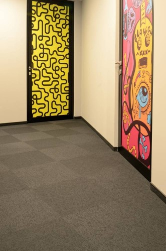 offices-poland-balance-stripe-carpet-tiles-03.jpg