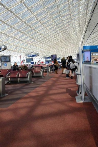 up-strands-carpet-tiles-charles-de-gaulle-airport-05.jpg